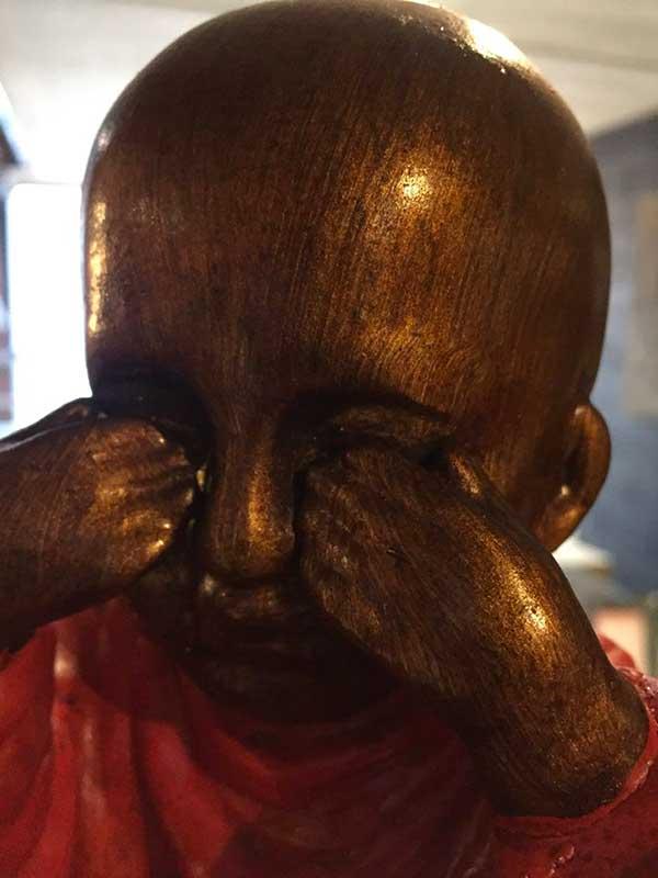 moine-boudhiste-sculpte
