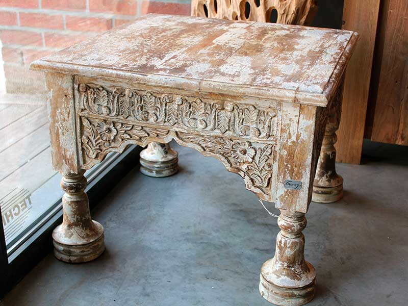 table-carree-teck-sculpte