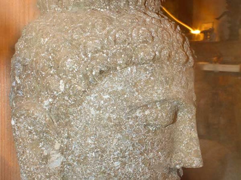 tete-boudha-pierre